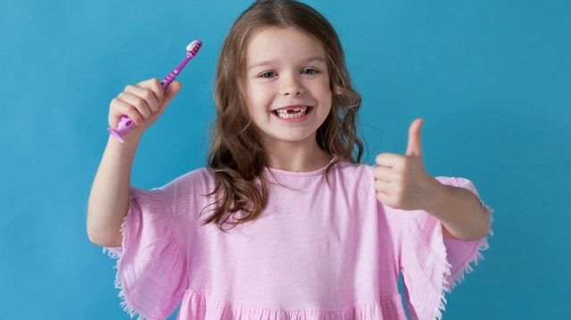 8 Tips to choose the right toothbrush for children